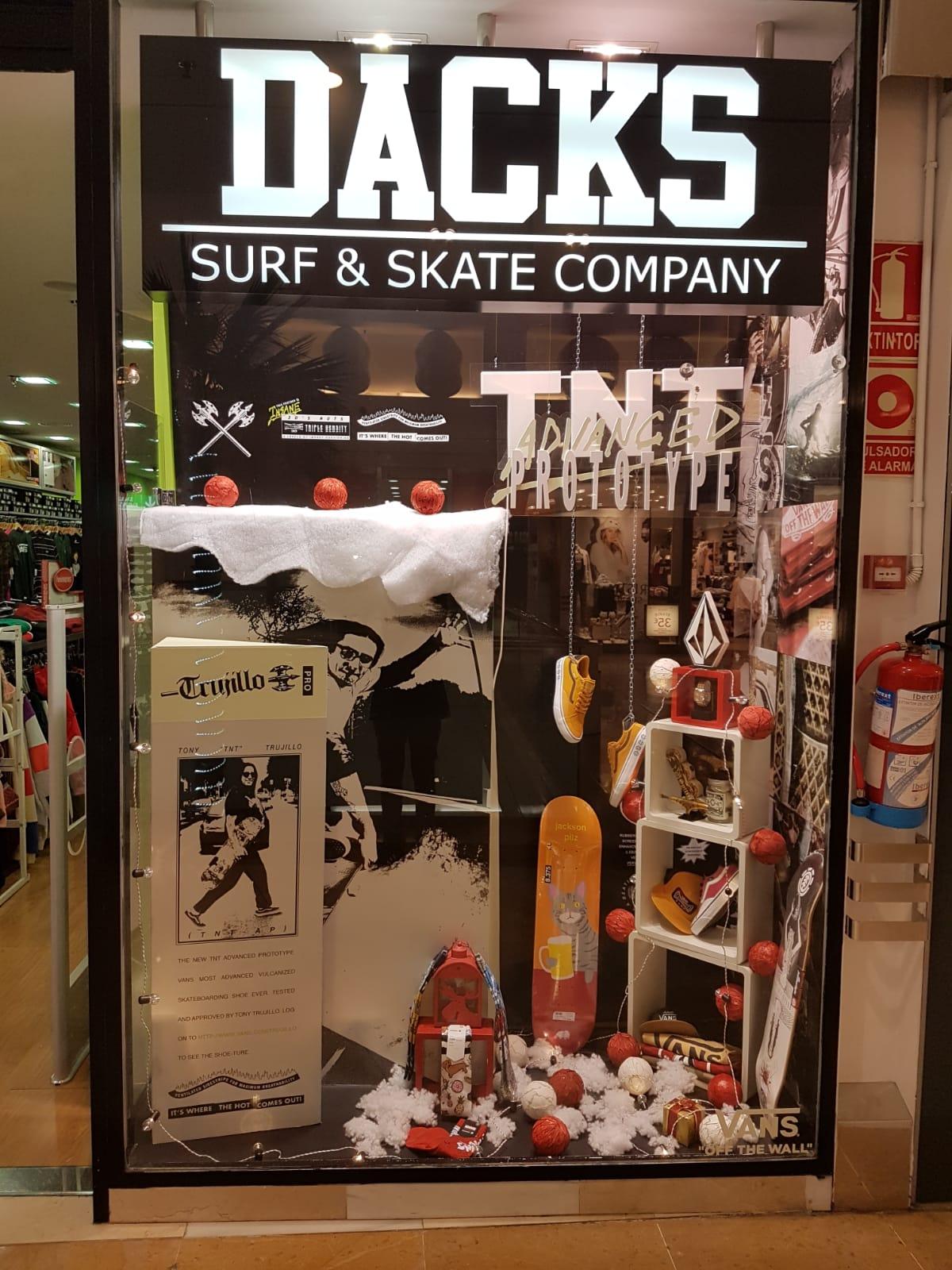 ¿Cuándo abre DACKS en Navidad?
