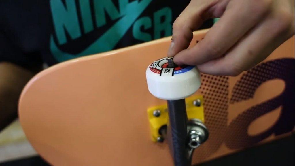 como colocar ruedas skate