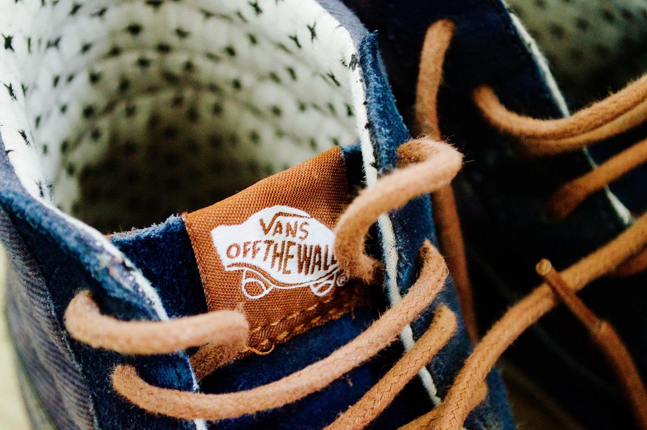 preparar Etapa damnificados  Cómo atar zapatillas Vans de diferentes formas